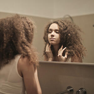 looking-in-mirror-self-reflection
