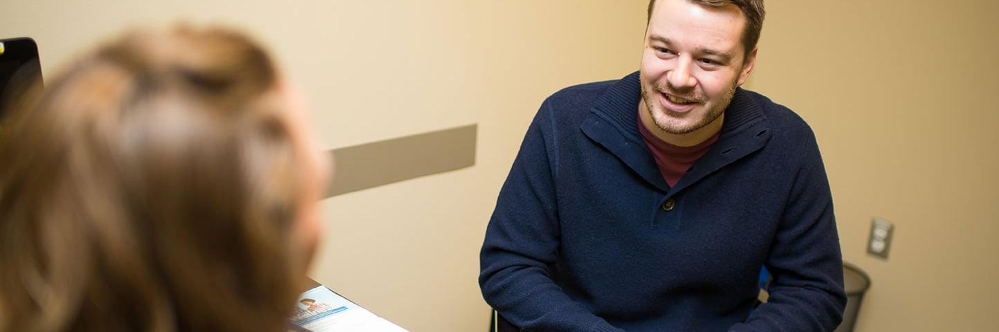 vera_wide-photo_coach-patient-happy-smiling-talk
